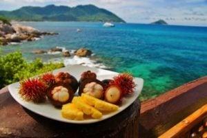 Genieße exotische Früchte auf Molokai